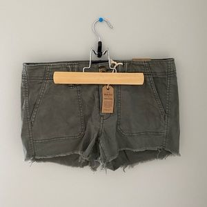 NEVER WORN! American Eagle Shorts